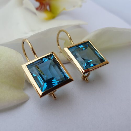 Ohrhänger mit Topas 750 Gold